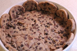 Line a baking dish with the cookies to make a shell.