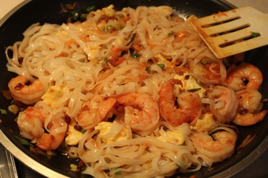 Add noodles, shrimp and egg.