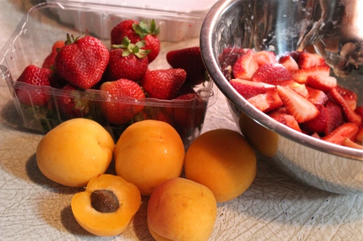 Slice up strawberries and apricots, add sweetener.