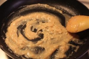 Add flour to pan drippiongs