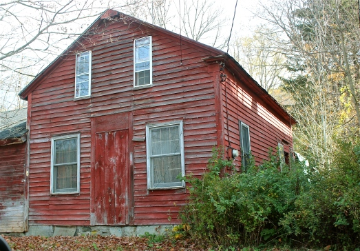 I love these old farm houses, especially if they're red.