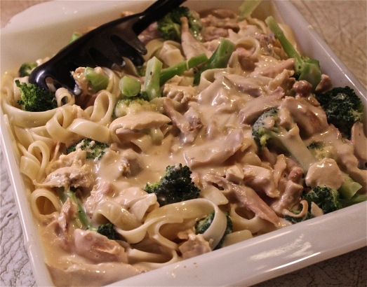 Pour on Alfredo sauce and chicken.  Mix together.