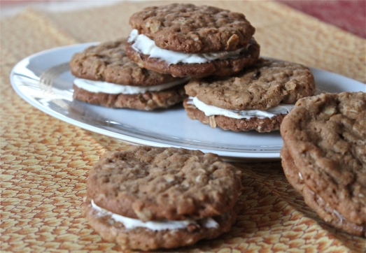 Oatmeal Ginger Cream Cookies