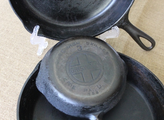 Note cross logo with the name Griswold inside the cross.