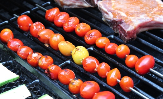 Roasting the tomatoes on skewers.