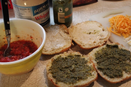 Spread mayo and pesto on bread slices.